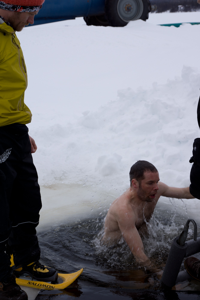 En kold dukkert - klemt inde mellem to skiture
