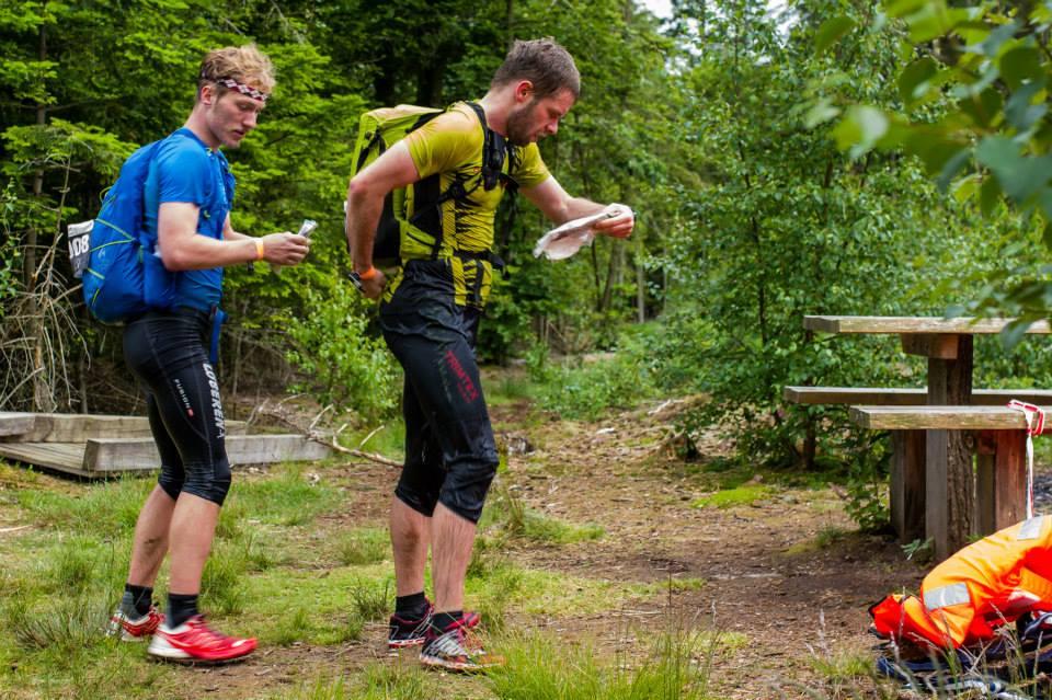 Kortlæsning efter vandpassage - Foto: Jens Thybo, FotoJT.